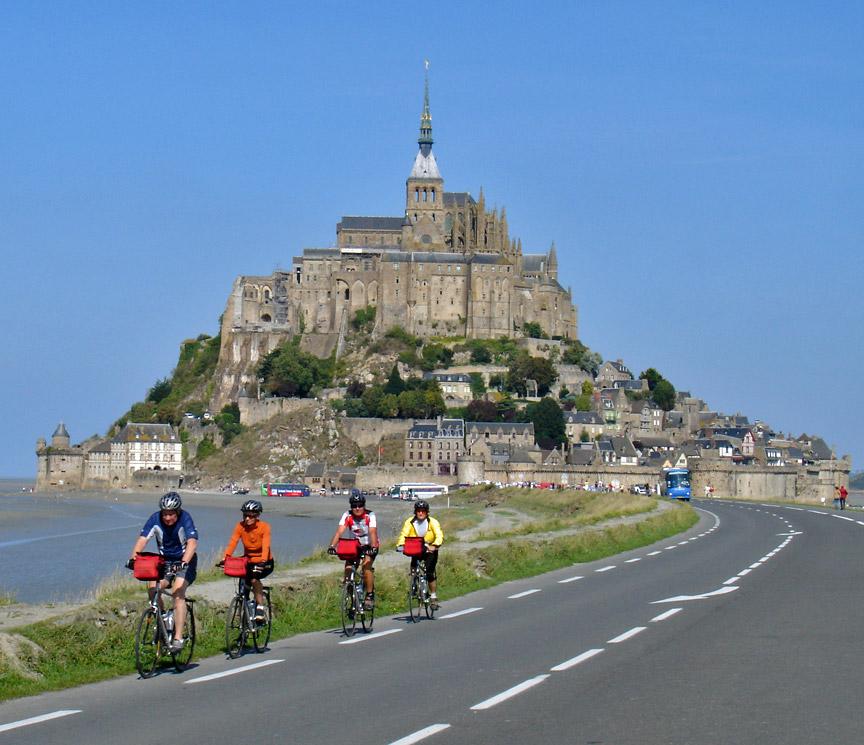 8 place spectacular cliff top traveling - Office tourisme mont st michel ...